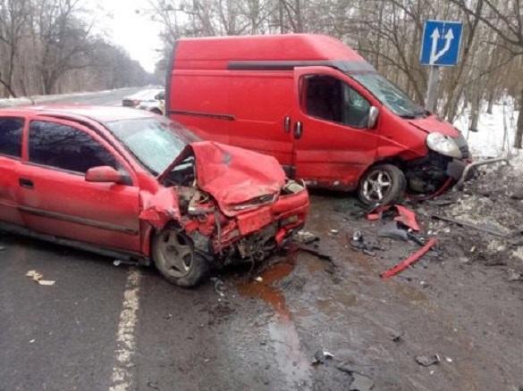 На Черкащині не розминулися легковик із мікроавтобусом: є постраждалі