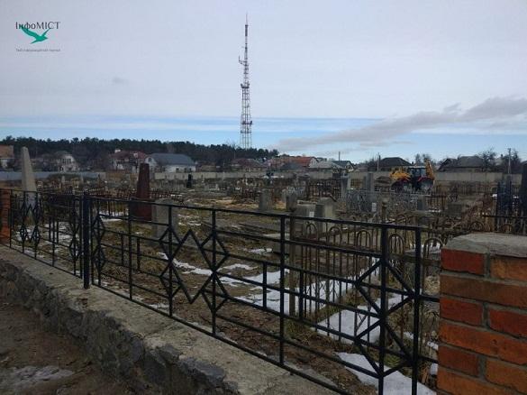 З єврейського кладовища в Черкасах прибирають повалені дерева