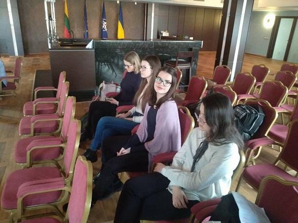 Школярка з Черкас отримала першість на Всеукраїнському конкурсі красномовців англійською мовою
