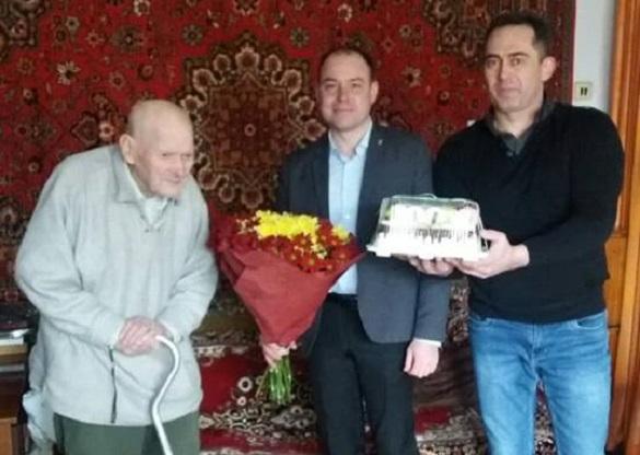 У Черкасах привітали довгожителя, якому виповнилося 100 років