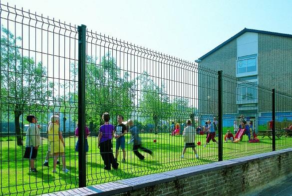 У Черкасах хочуть огородити школи парканами та встановити камери відеоспостереження
