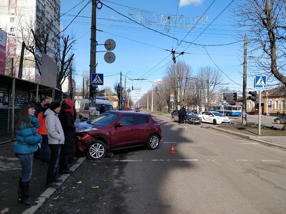 У центрі Черкас трапилася аварія (ФОТО)