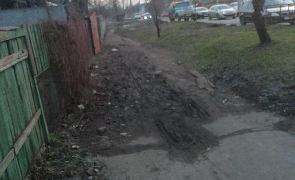 Жителі Черкас просять відремонтувати тротуари міста