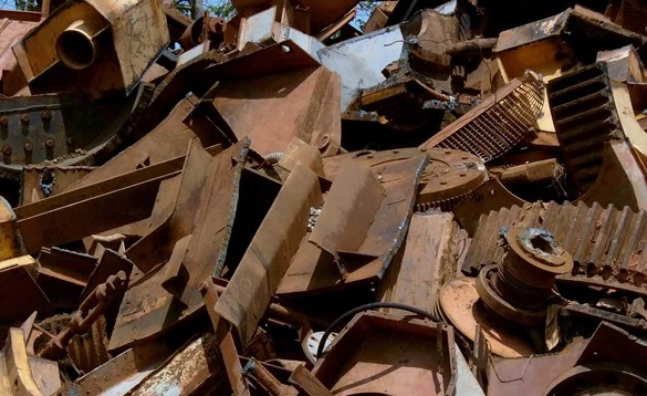 У Черкасах демонтують один із гаражів, де приймають металобрухт