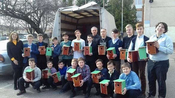 Черкаські школярі створили домівки для птахів