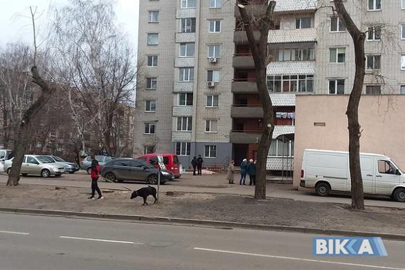 Із вікна черкаської багатоповерхівки випав хлопець (ФОТО)