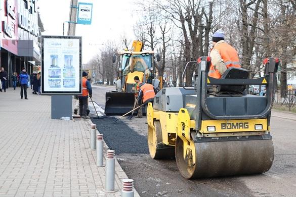 У самому центрі Черкас ремонтують дорогу (ФОТО)