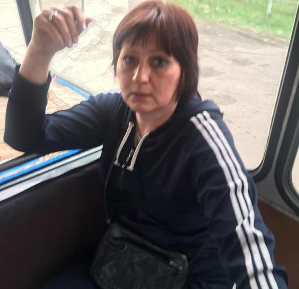 Зробила зауваження агресивному кондуктору: у Черкасах дівчину виштовхали із маршрутки (ВІДЕО)