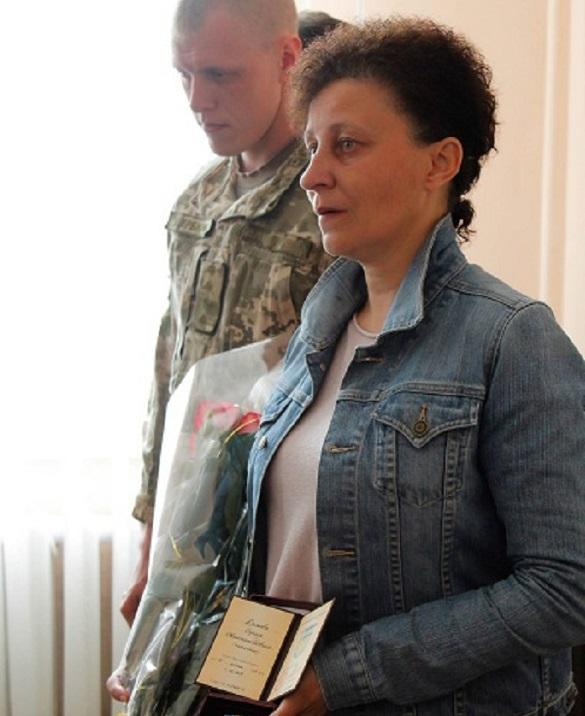 Матері загиблого бійця з Черкащини вручили посмертну нагороду сина