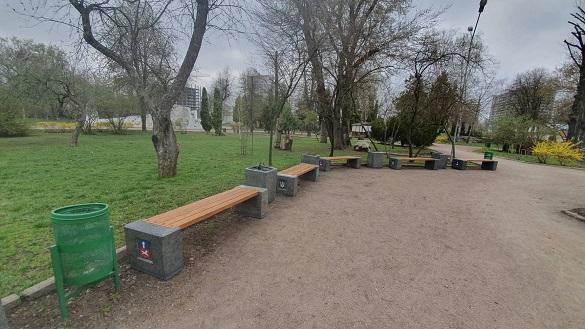 У черкаських парках оновлюють лавки