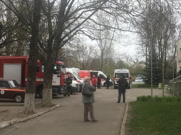 У черкаській гімназії розпилили газ: постраждали учні (ФОТО, ВІДЕО)