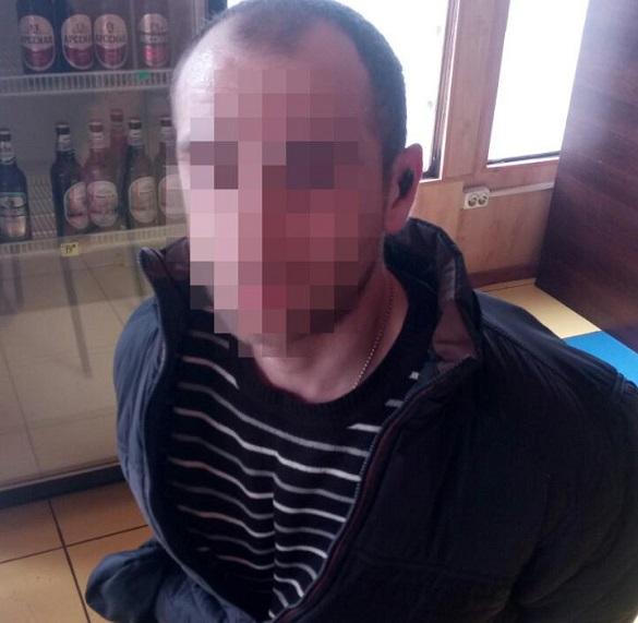 У Черкасах п'яний чоловік напав на продавчиню та погрожував її зарубати