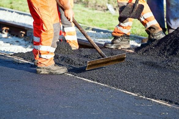Жителі Черкас назбирали підписи для ремонту дороги біля одного з дитсадків