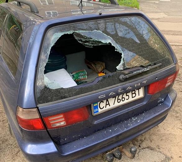 У Черкасах невідомі пограбували кілька автівок (ФОТО)