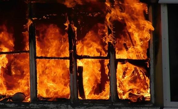 Під час пожежі у квартирі ледь не загинув черкащанин