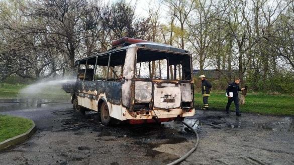 Поблизу Черкас під час руху загорівся автобус