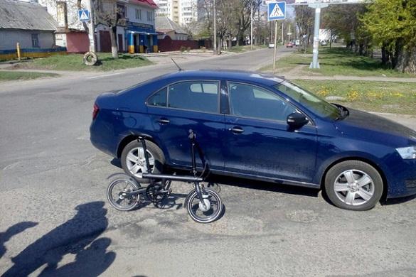 У Черкасах водій легковика збив велосипедиста