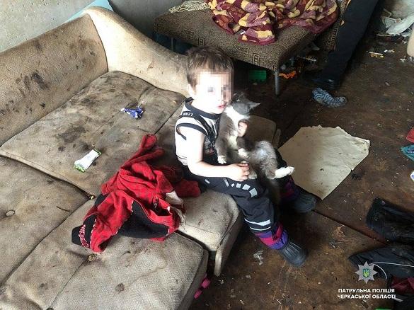 У черкаської горе-матері разом із дітьми відібрали кота