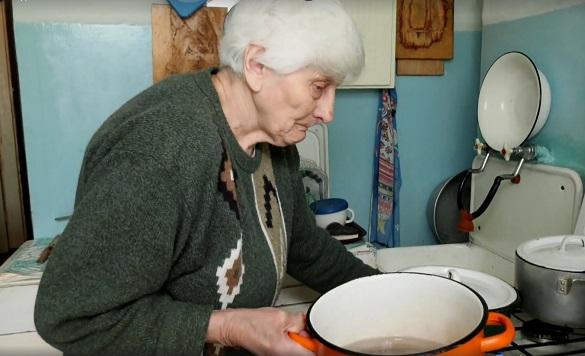 Великдень для бабусі: черкаській пенсіонерці потрібна допомога небайдужих (ВІДЕО)