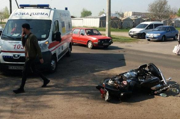 Некерований мотоцикл влетів у трьох черкащан: є потерпілі (ФОТО)