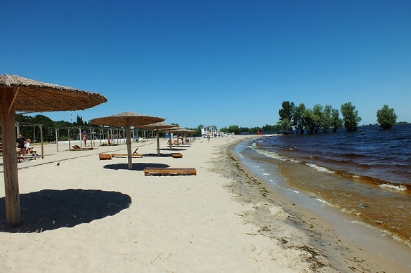 Жителі Черкас просять почистити пісок на місцевих пляжах