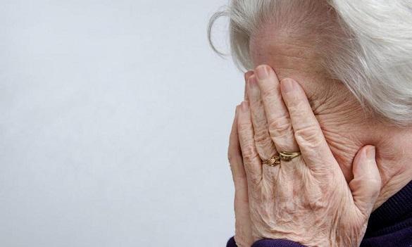 На Черкащині чоловік побив та пограбував пенсіонерку