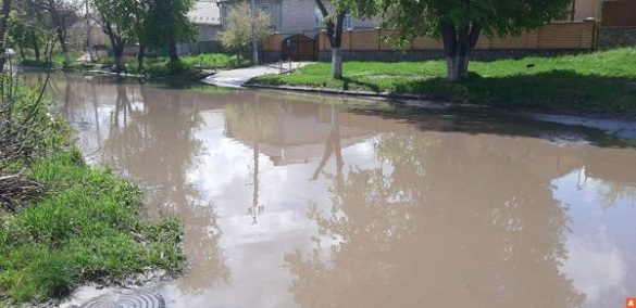 У Тальному затопило вулицю через несправність дренажної системи