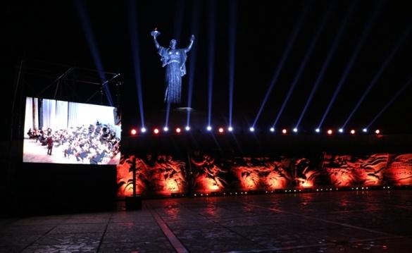 Перша хвилина миру: в Черкасах вшанували загиблих у Другій світовій війні (ФОТО)