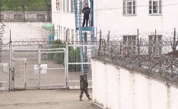 Катування електрошокером та спроби самогубства: рідні ув'язнених черкаської колонії розповіли подробиці масових знущань