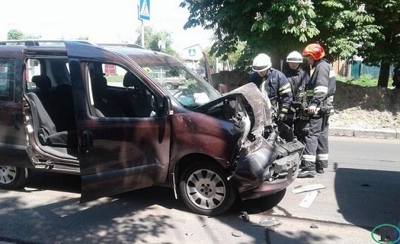 У Черкасах водій втратив свідомість і в'їхав у маршрутку (ФОТО)