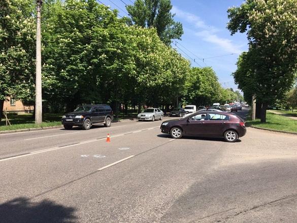 На одній із черкаських вулиць утворився затор через слідчі дії