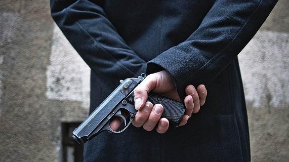 У Черкасах затримали п'яного чоловіка, який розгулював містом із пістолетом