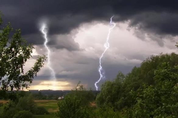 Штормове попередження: на Черкащині очікуються грози, сильний вітер і град