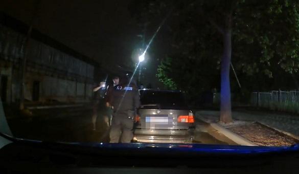 У Черкасах п'яний водій на нерозмитненому авто влаштував