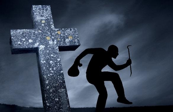 На Черкащині чоловік викрадав цвинтарні хрести