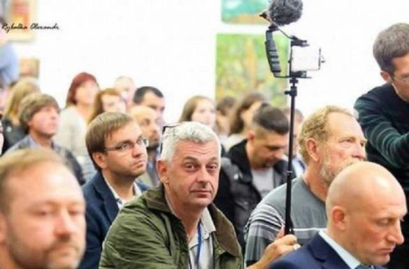 У справі про жорстоке побиття журналіста Комарова допитали більше 1200 осіб