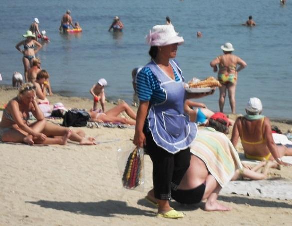 Черкащанам розповіли, що не варто їсти на пляжі