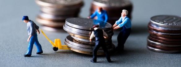 Як керувати власними грошима з-за кордону? Практичні поради клієнтів ПриватБанку*