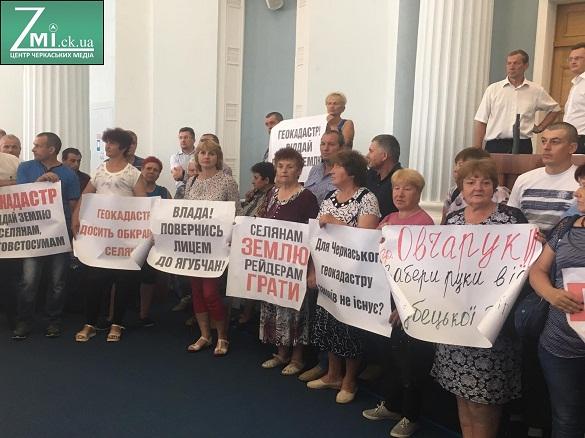 Вельбівець відправив селян, які вимагають звільнити Залогу, до Держгеокадастру України (ФОТО)