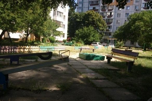 Жителі Черкас просять встановити дитячий майданчик в одному з дворів міста
