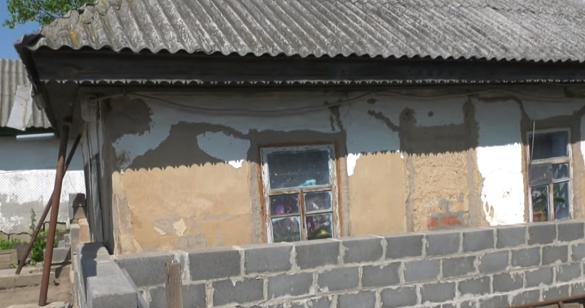 Пройшов війну та опинився в небезпеці вдома: у черкаського АТОвця руйнується будинок (ВІДЕО)