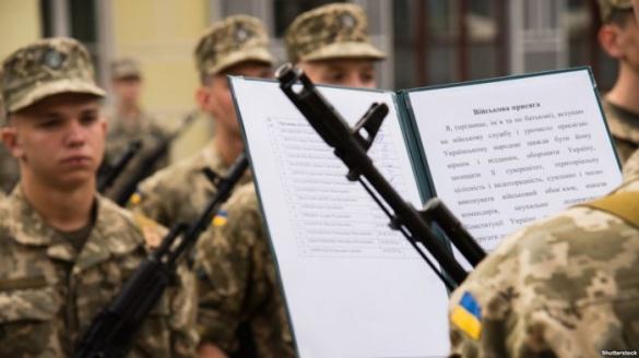 У Черкасах працівники військоматів продовжують шукати призовників на підприємствах та в громадських місцях (ВІДЕО)