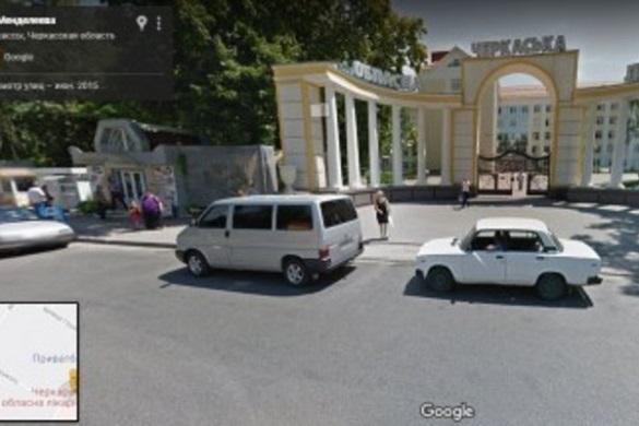 Жителі Черкас просять встановити лавки біля обласної лікарні
