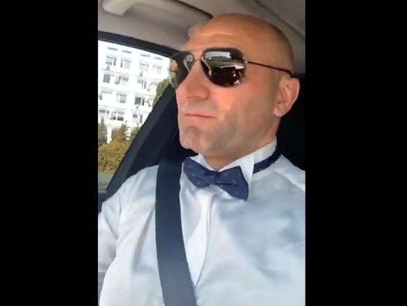 Мер Черкас спробував себе у ролі весільного водія для молодят (ВІДЕО)