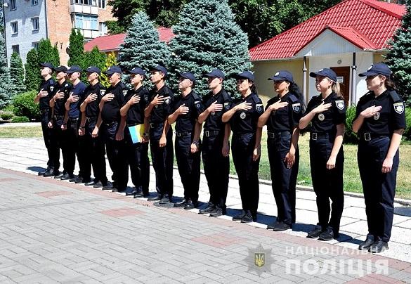 Ряди черкаської поліції поповнили нові правоохоронці (ФОТО)
