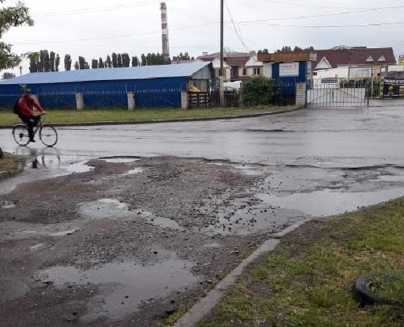 Жителі Черкас просять капітально відремонтувати дороги на кількох вулицях