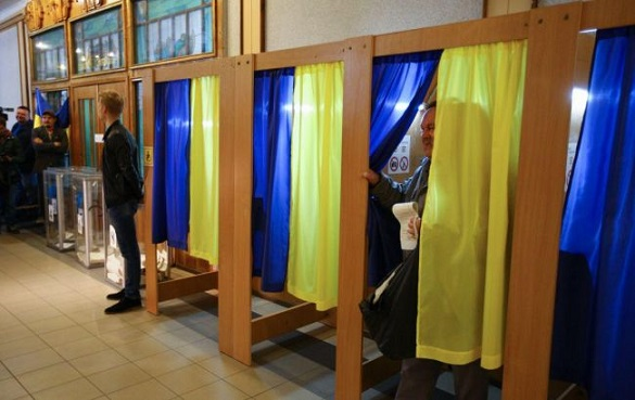 У Черкасах для зручності маломобільних людей перенесли сім виборчих дільниць (ВІДЕО)