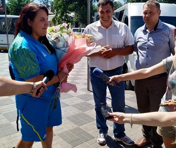 Втомлена, проте щаслива: у Черкасах зустріли чемпіонку ІІ Європейських Ігор (ФОТО)