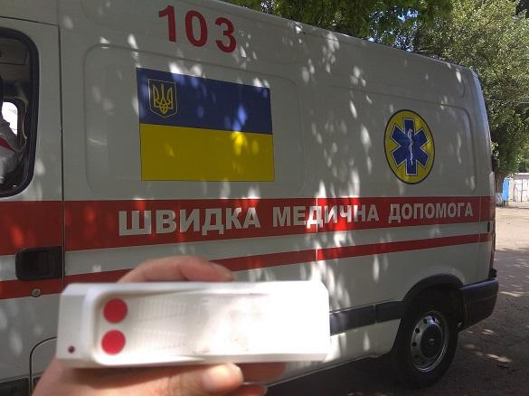 Черкащанин, випавши з третього поверху, намагався побити медиків і втекти зі