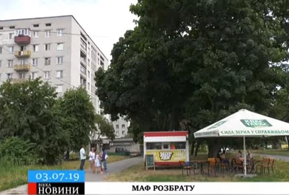 П'яні бійки й туалет на дитячому майданчику: у Черкасах встановили скандальний МАФ (ВІДЕО)